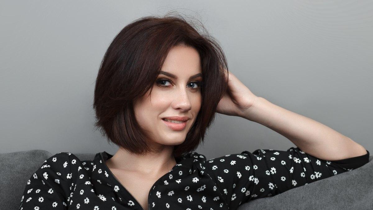 Coupe de cheveux courte pour femmes avec visage large - Cheveux courts et visages larges