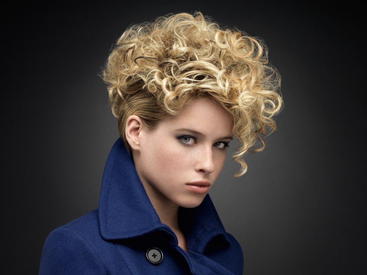 cheveux courts boucl u00e9s