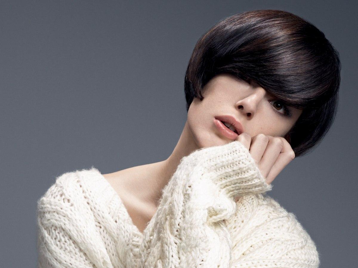 Cheveux bruns courts | Frange longue et nuque pleine