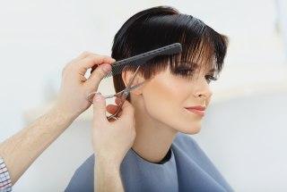 Coupe courte pour cheveux fins et clairsemes